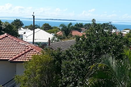 Water views - Wynnum - House