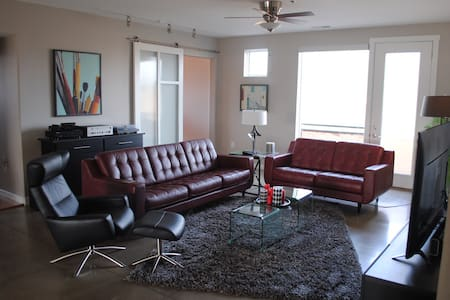 Luxurious Downtown Modern Condo, Guest Room - Columbus - Appartement en résidence