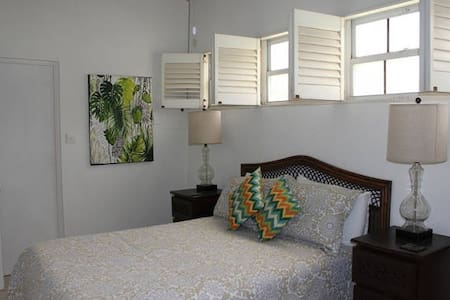 Value Room close to beach - Bridgetown - Villa