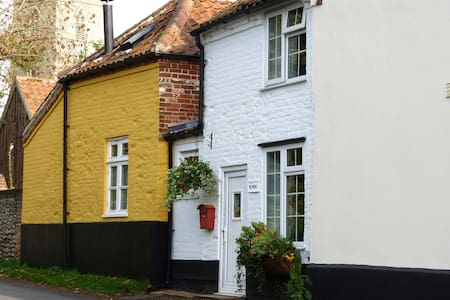 Cosy Cottage in Saxthorpe, Norfolk - Hus