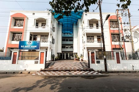 B P Guest House - Lucknow