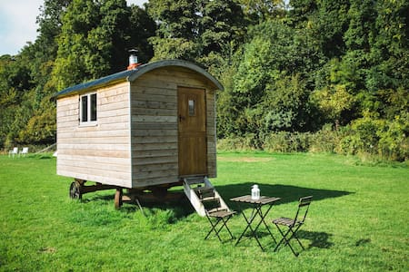 Shepherds Hut - Pine (2-man wagon)