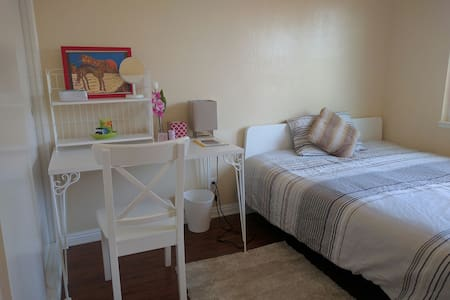 * Private room minute to Disneyland * PET ALLOWED - Anaheim - House