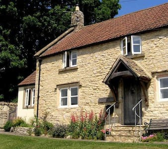 Period cottage in charming village - Marshfield - House
