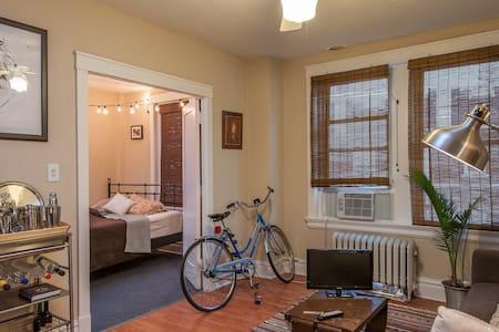 Cozy Artist's Corner - St. Louis - Apartment
