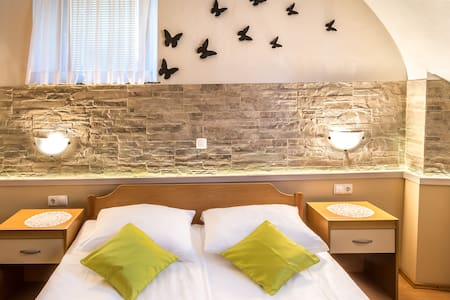 2 KM FROM THE AIRPORT- SINGLE ROOM - Bed & Breakfast