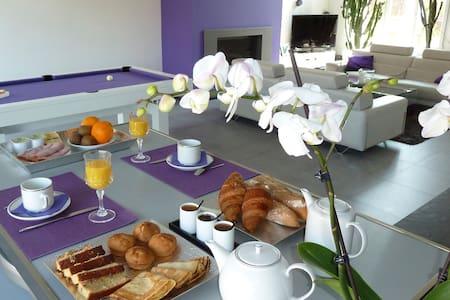 Chambres d'Hôtes PARFUM DE NUIT - Bed & Breakfast