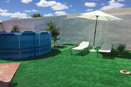 Big house in Madrid with pool&bbq - House