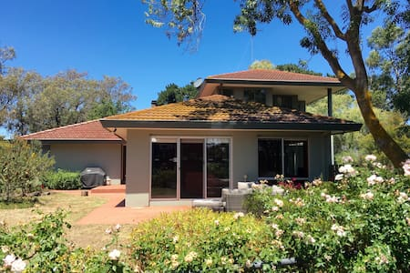 Large home with Bay Views & Garden - Drysdale - Rumah