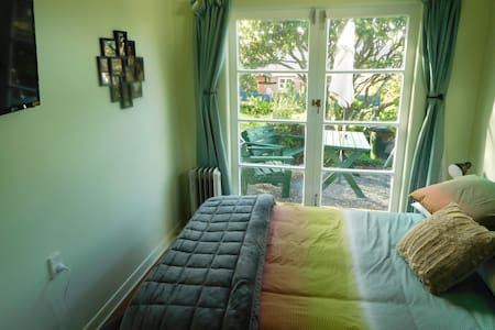 Great location, own bathroom - Auckland - Bungalow