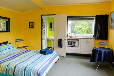 Cottage B 'n B in Paekakariki - Paekakariki - Bed & Breakfast