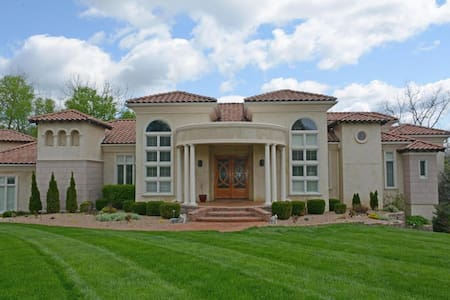 6 bed/6.5 bath - Villa at the Oaks - Springfield - Villa