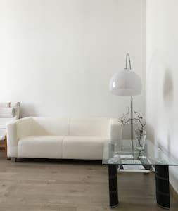 2,5-Room Near to Exhibition and Hospitals - Essen - Apartamento