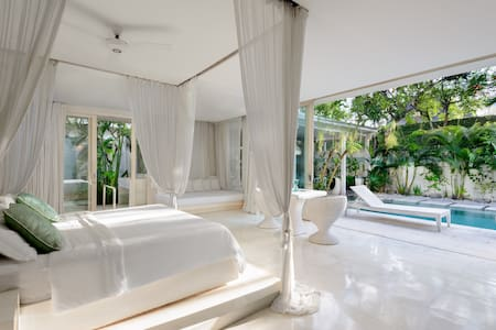 CANGGU Beachside Suite N°1 (1000ft² / 93m²) - Villa