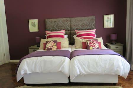 Sky View Manor - Pin Cushion - Huis