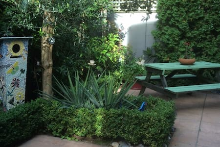 Central City Seclusion - Hamilton - Bed & Breakfast