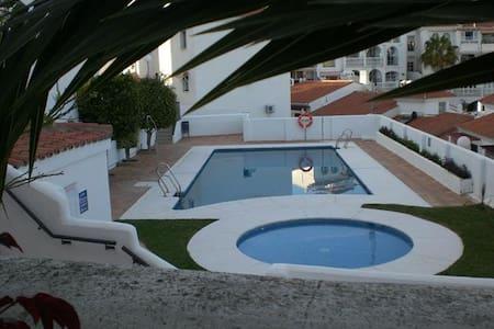 Habitación doble en urbanización privada. - Apartament