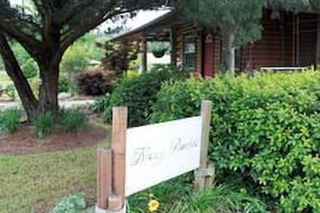 Coastal Family Friendly, Breezy Porches Guesthouse - House