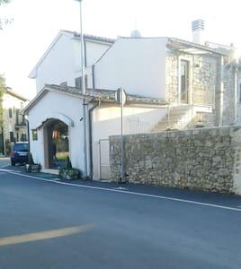 Casa in centro storico - Saturnia - Talo