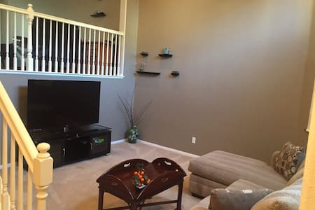 Cozy Townhome 3BD 2.5Bath Whittier - 惠蒂爾(Whittier) - 連棟住宅