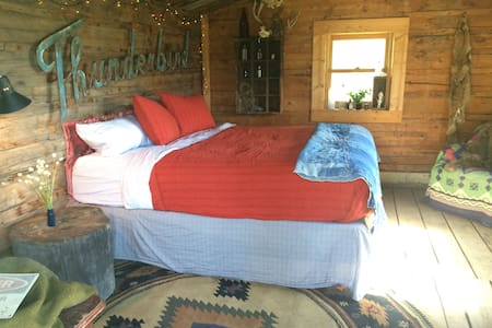 Calamity Trading Post•Trapper Cabin - Walden - Stuga
