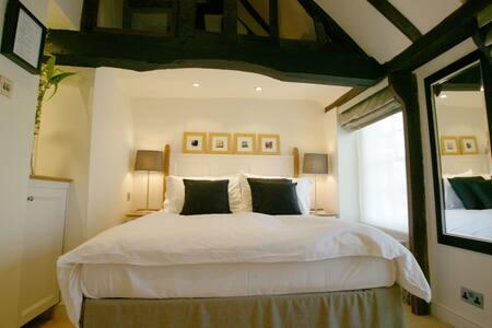 4 Bedroom En-suite Cottage in Datchet, Windsor - Casa