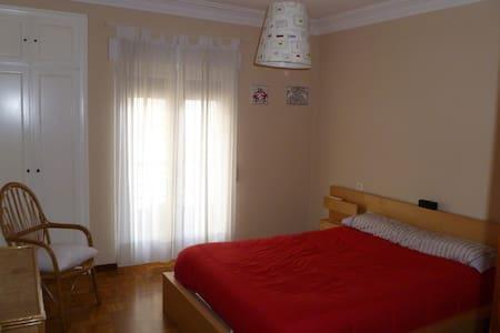 Habitación con cama de matrimonio - Wohnung