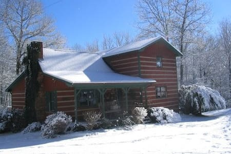 DELIGHTFUL CHARMING HEALTHY COTTAGE - Boone - House