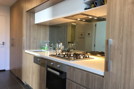 Stylish Stay - 2mins to Westfield Shopping town - Doncaster - Apartment
