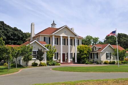 Suisun Valley Inn - Fairfield - House