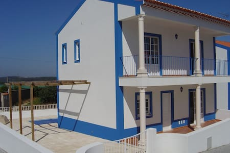 Beautiful two bedroom house with pool near Obidos - Huis