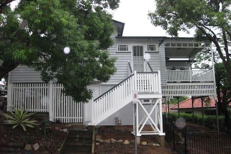 Central Cottage, Brisbane - Toowong