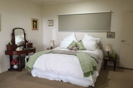 Tranquil & Spacious, Beautiful Views - Guesthouse