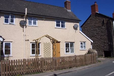 Wayside cottage, cosy but modern - Casa