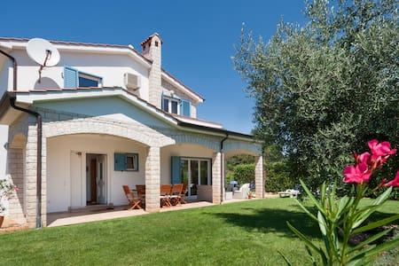 Casa Oliva (5min. from beach, 10min. from Poreč ) - House