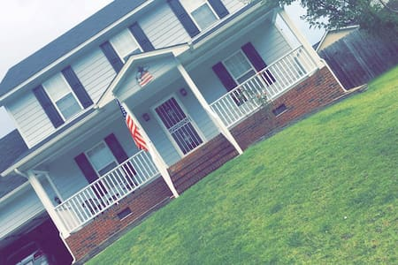 Cozy 3 Bed 2 1/2 Bath Home - Fayetteville