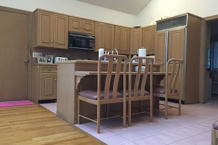 Warm and bright home with lots of sunlight! - Millburn - Σπίτι