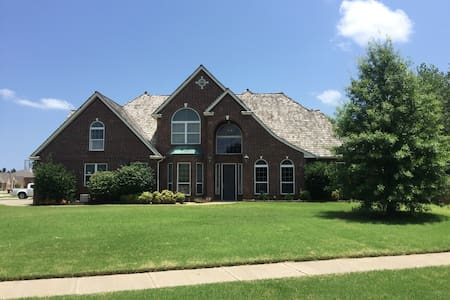 Brookhaven home with pool and theater - Norman - Casa