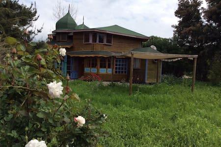 Cabaña en comunidad ecologica - Huis