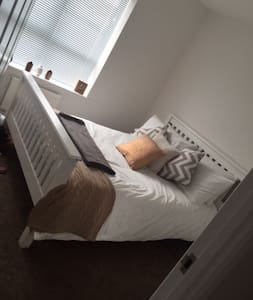 Cosy double bed room/brand new modern flat - Appartamento