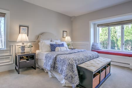 Beautiful large Room w/ensuite Bath - House