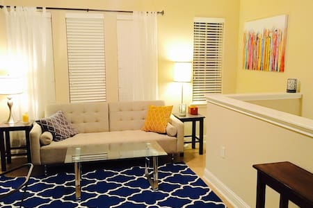 Central Private by Downtown UT home - Austin - Guesthouse