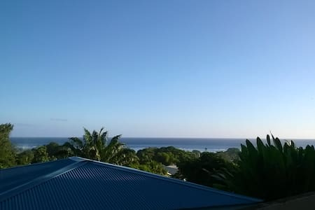 Paea, close to beach, hick and a little shop - House