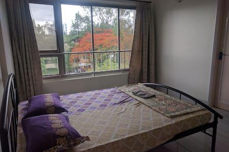 Basic Ensuite room near Osho - Lakás