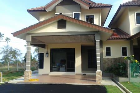 Family room in Seaside Lodge. - Kuala Terengganu - Ház