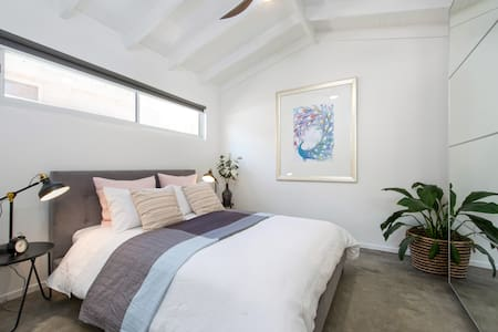 Valentine Lodge-Luxury Accommodation, Manly Vale - Manly Vale - Guesthouse