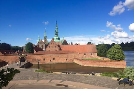 You can't get any closer to Frederiksborg Castle - Hillerød - Apartment