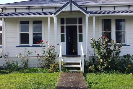 Lovely older style house in a quiet town - Foxton - Casa