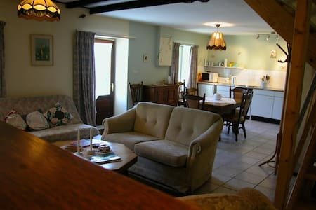Le Faouet a Brittany farming hamlet - Rumah