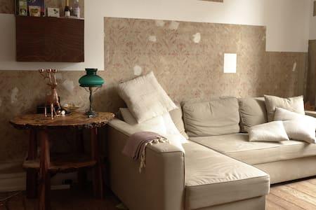 Zentral gelegenes Zimmer in Ottensen - Amburgo - Appartamento